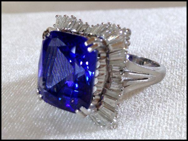 特大 ブルー ゾイサイト 14.44カラット ダイヤモンド 42個 計 2.24ct プラチナ Pm900 リング 指輪 17.4g 鑑別書付 昭和56年 500万円 購入品_画像8