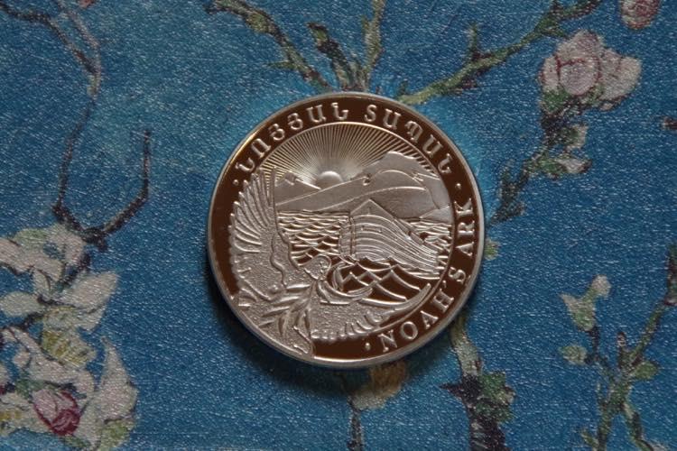 ノアの箱舟 聖書物語 アルメニア アララト山 オリーブの枝を咥えた鳩 獅子と鷲 シルバー  コイン メダル_画像1