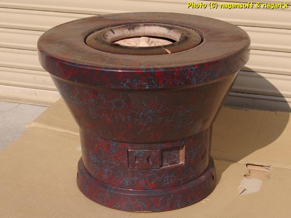 七輪を中に入れる火鉢、練炭火鉢 -- 昭和レトロになるのかな?