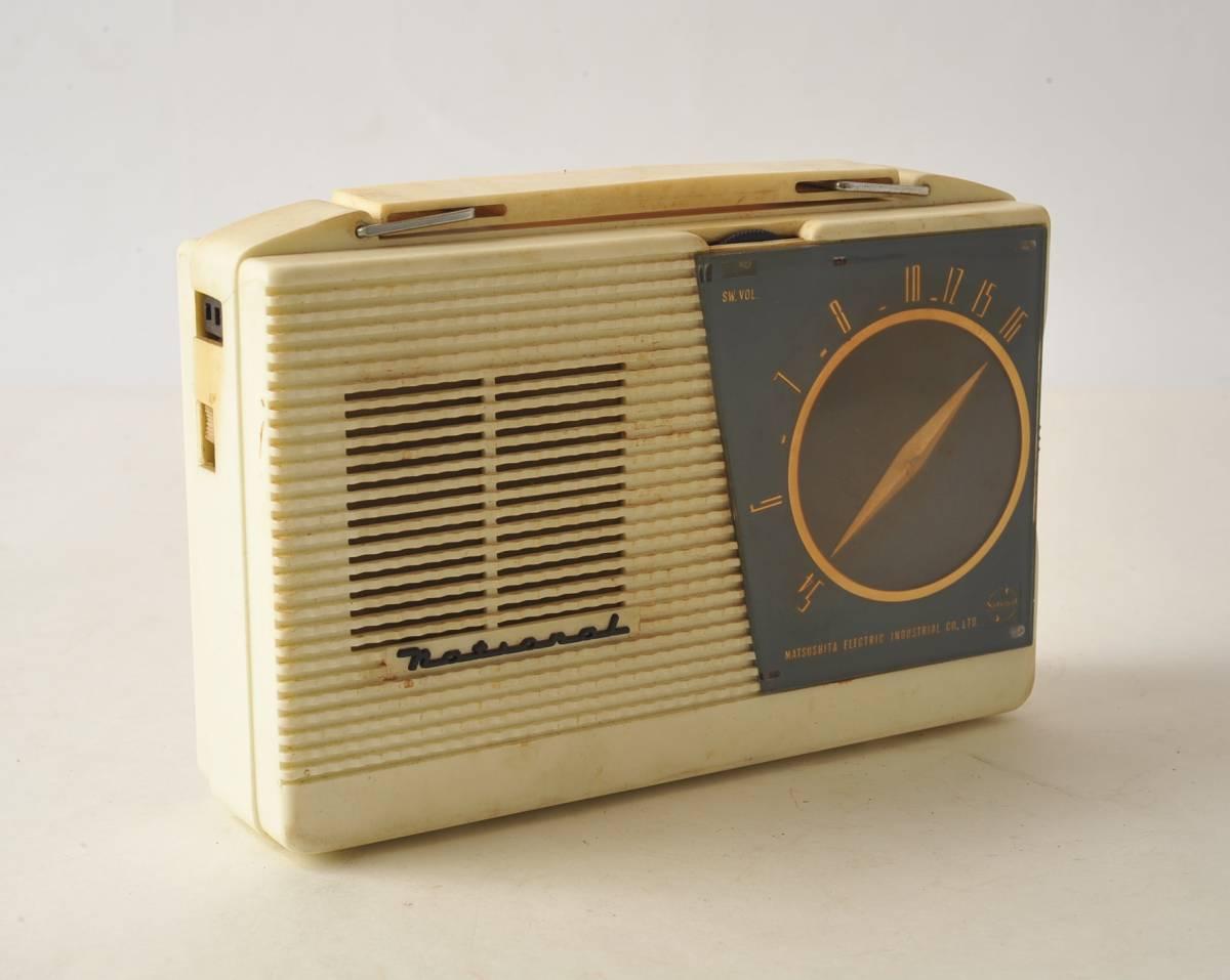 松下電器 ナショナル ポータブルラジオ MODEL 4W-260 ジャンク品_画像2