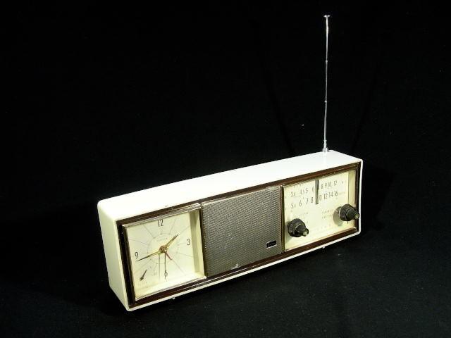 ★  日立 W-734 時計付きラジオ ジャンク品 ★
