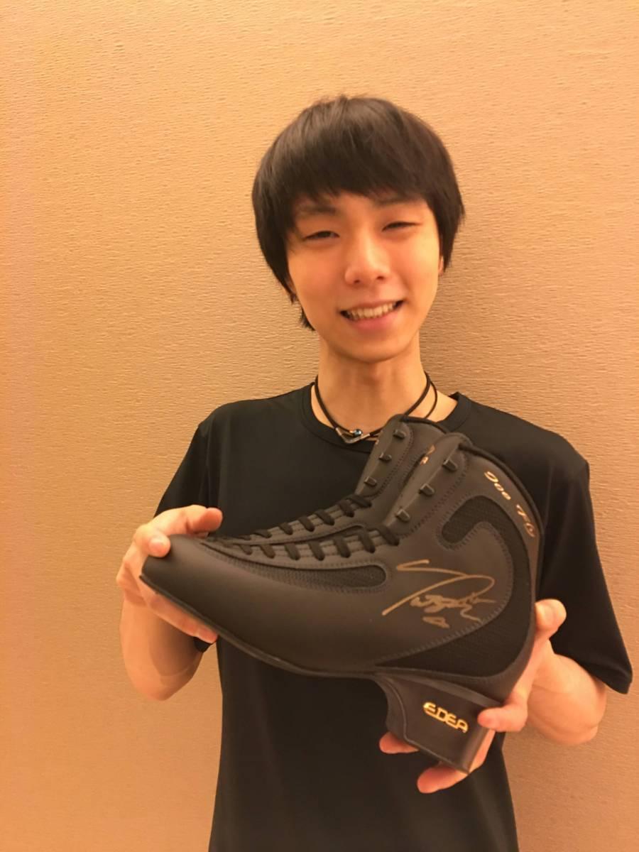 [3.11チャリティ]羽生結弦選手 直筆サイン入りスケート靴 (エッジなし) rfp1140 ※メール連絡必須です。必ず商品説明をお読みください。