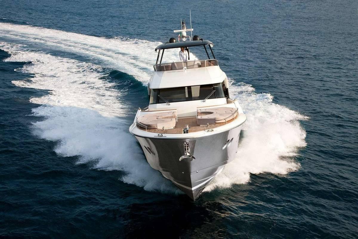 速報!!2015年モデル Monte Carlo Yacht70 ワンオーナー極上艇!!_画像3