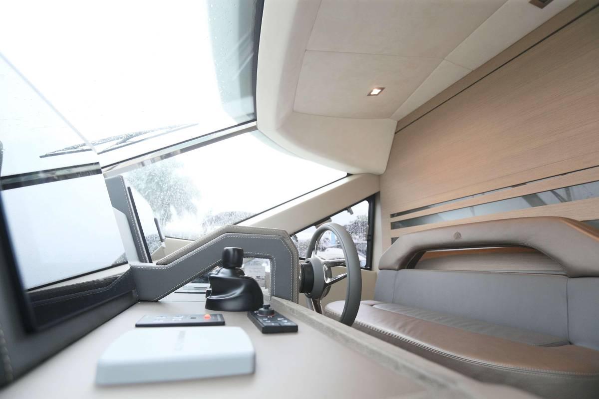 速報!!2015年モデル Monte Carlo Yacht70 ワンオーナー極上艇!!_画像6