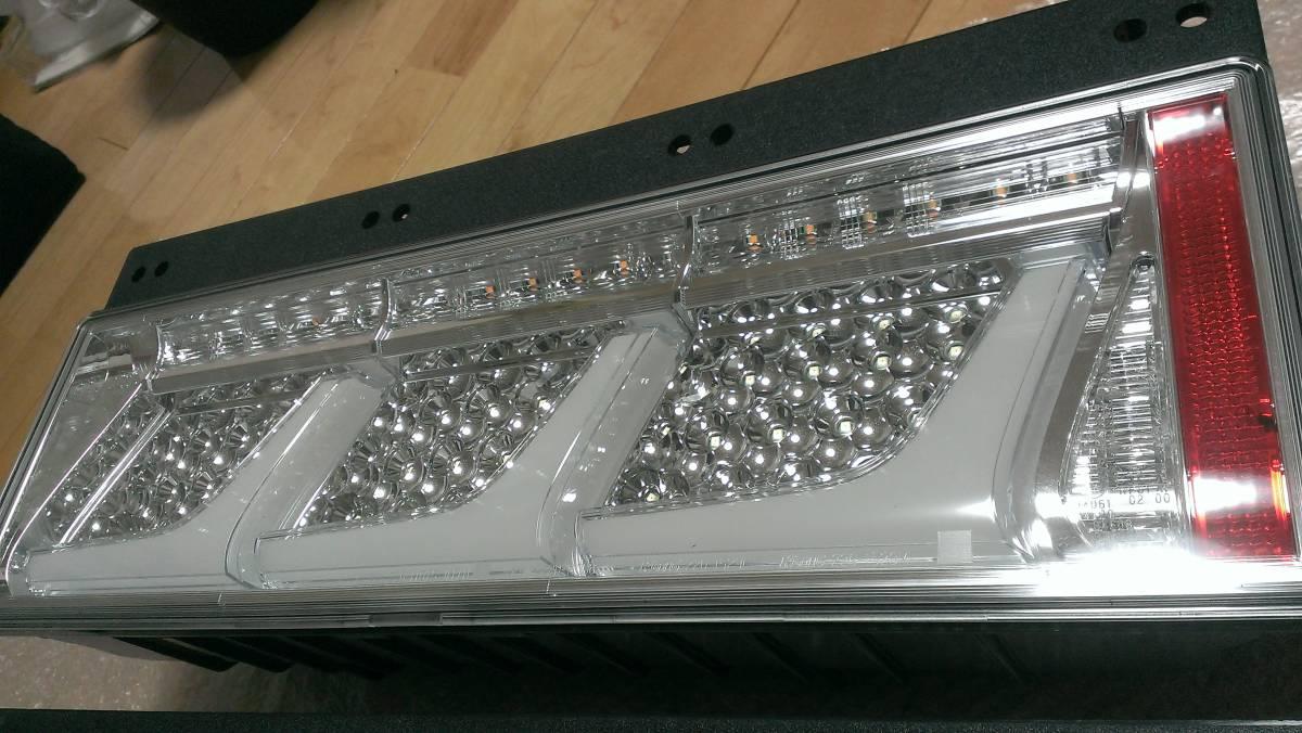 小糸純正 新品 未使用 クリアー3連LEDテールランプ 【左右セット】 車検対応_画像3