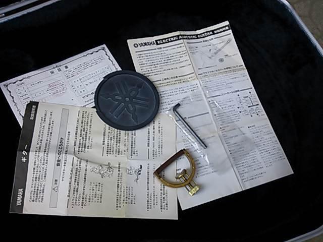 名品 ヤマハ CPX-15 初期型 美品 保証書/取説/書類 ハウリング防止のゴム蓋 専用ハードケース付 YAMAHA CPX15 + ヤマハ純正カポ  _画像9