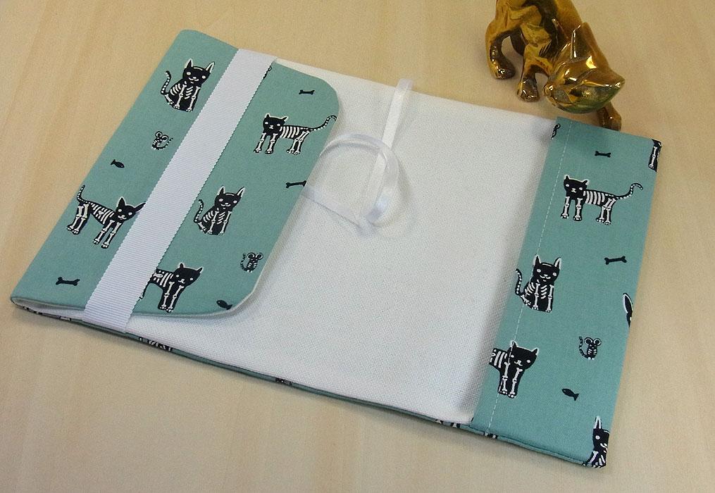 21 B ハンドメイド 手づくり 文庫本② ブックカバー エメラルドグリーン 骸骨 猫 ネコ ねこ キャット プレゼント 贈り物_調整可能です。