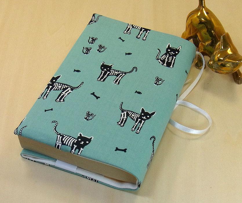 21 B ハンドメイド 手づくり 文庫本② ブックカバー エメラルドグリーン 骸骨 猫 ネコ ねこ キャット プレゼント 贈り物_基本的に文庫本②の縦サイズが15.2cm以下