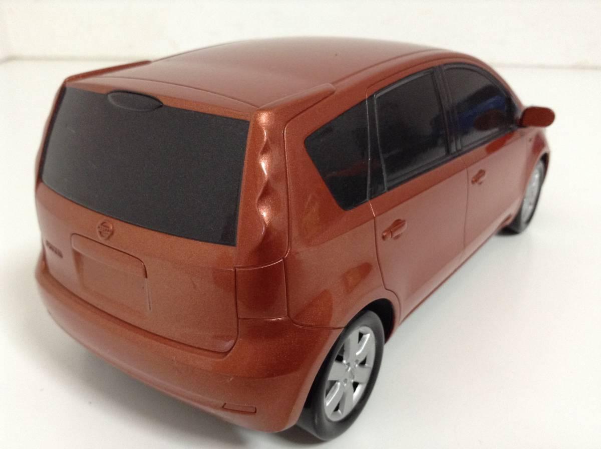 日産 初代 ノート E11 前期型 2005年式~ 1/20 約20cm ブライトカッパー ミニカー カラーサンプル 色見本 非売品 送料¥350_中古品ですスレキズがあります。