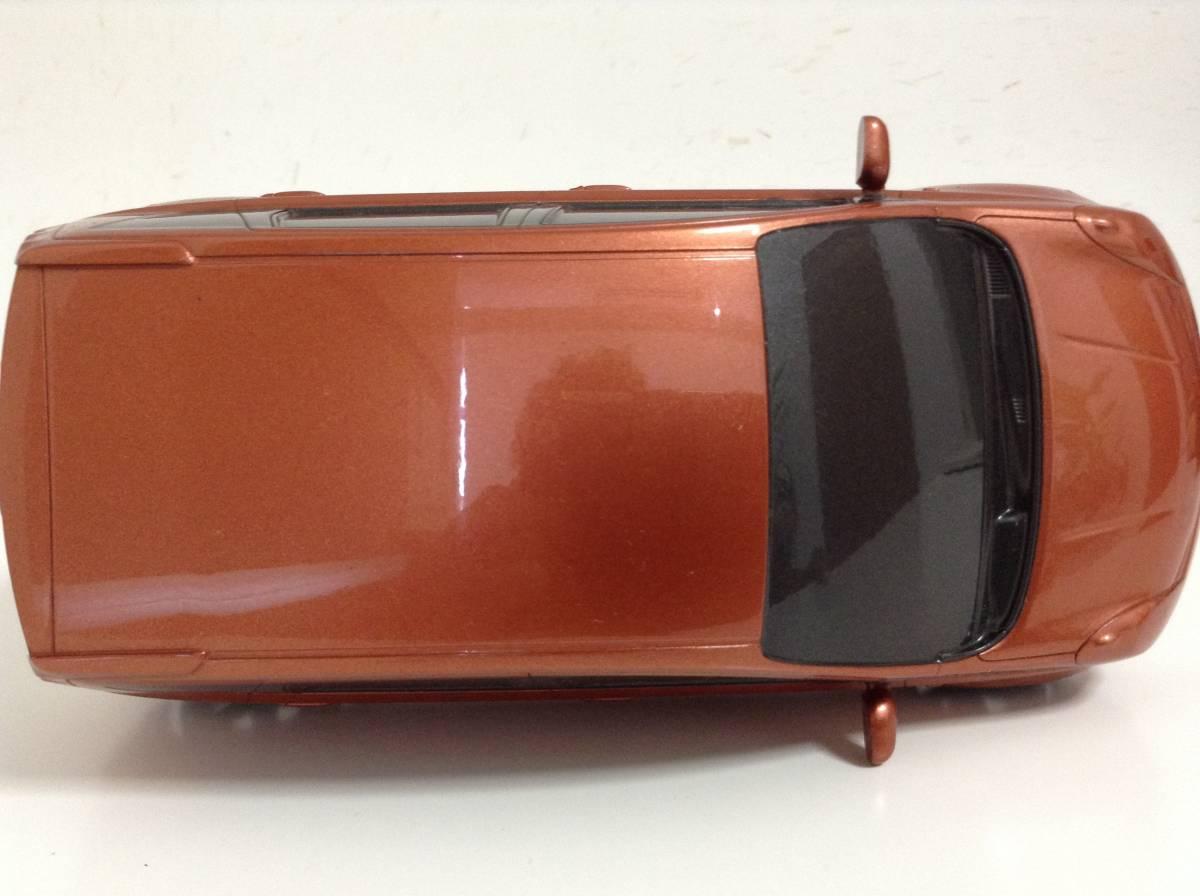 日産 初代 ノート E11 前期型 2005年式~ 1/20 約20cm ブライトカッパー ミニカー カラーサンプル 色見本 非売品 送料¥350_画像3