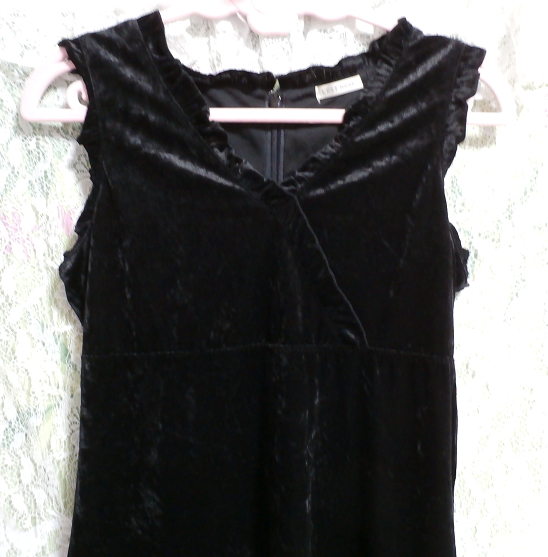 黒の光沢ノースリーブ紐付きワンピース Black luster sleeveless tied dress_画像4