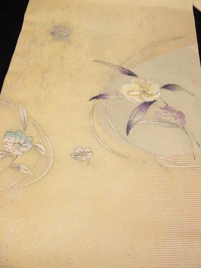 【帯喜楽】タ2-2●夏帯●九寸名古屋帯●美品●オフホワイト銀箔混じりに色箔刺繍の花_画像3