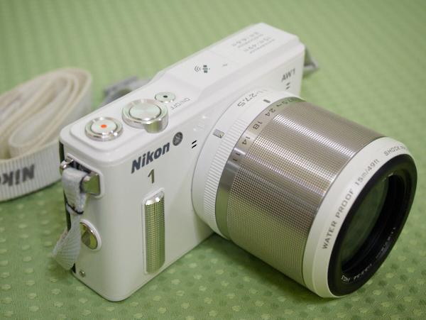 国内未発売のホワイト Nikon1 AW1 レンズキット