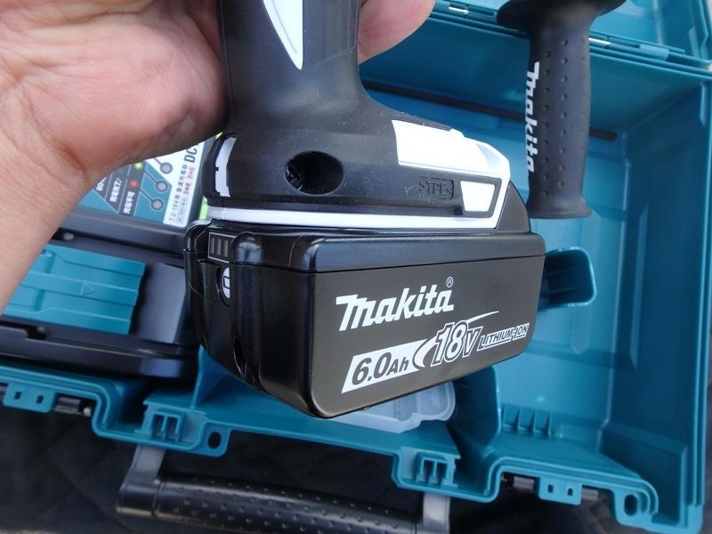 即決税込未使用品マキタ18V6,0Ah充電ハンマドリルHR165DRGX予備電池付_画像7