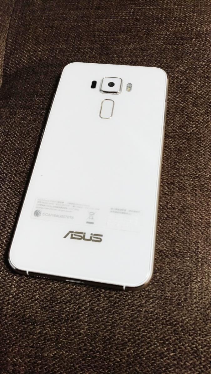 ★☆海外版 ZenFone3 ZE520KL メモリ4G ストレージ64G ホワイト ゼンフォン3☆★_画像2
