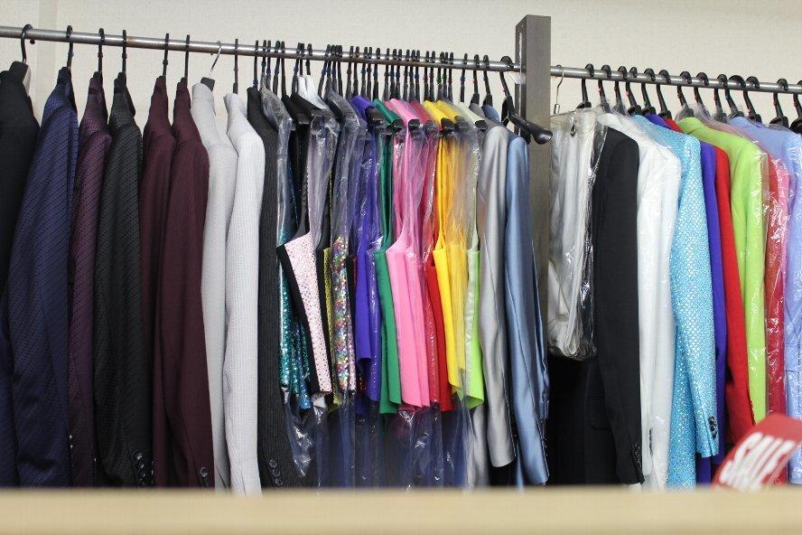 【感謝セール■超特価■大処分■ラスト1着 ■FIT OUT■有名ブランド】紺色 ■刺繍Tシャツ ■Mサイズ【定価8208円】_画像9