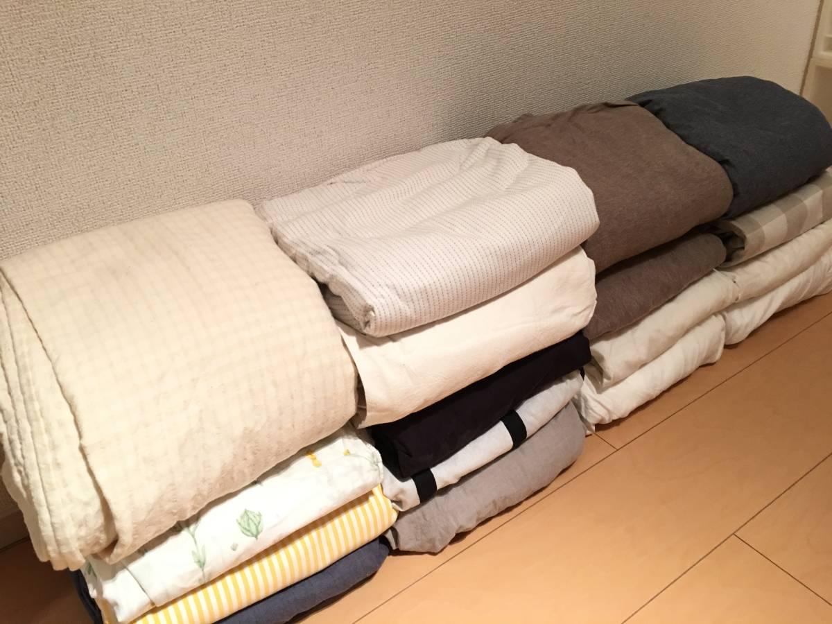 我が家の掛け布団カバーは無印良品の洗いざらしの綿 掛ふとんカバー・生成。うちはSDとS。  白くてさらっとした肌さわりと、はじめからあるシワ加減がナチュラルで ...