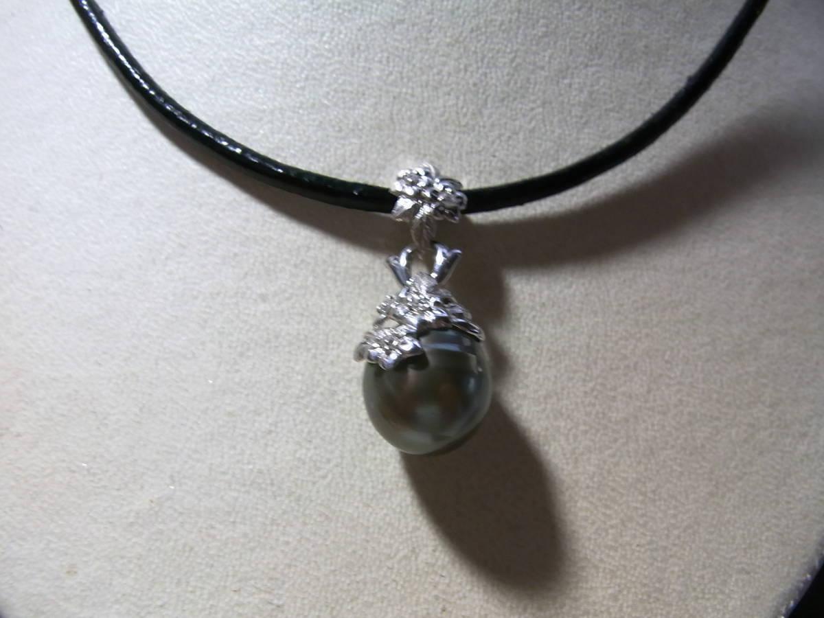 新品 k18WGダイヤ付花柄タヒチ黒蝶真珠ペンダント¥49,800_画像1