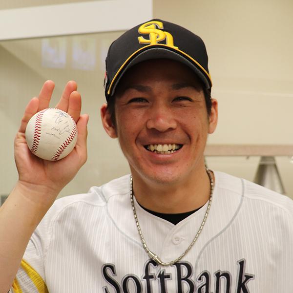 福岡ソフトバンクホークス甲斐選手 ヒーローボール