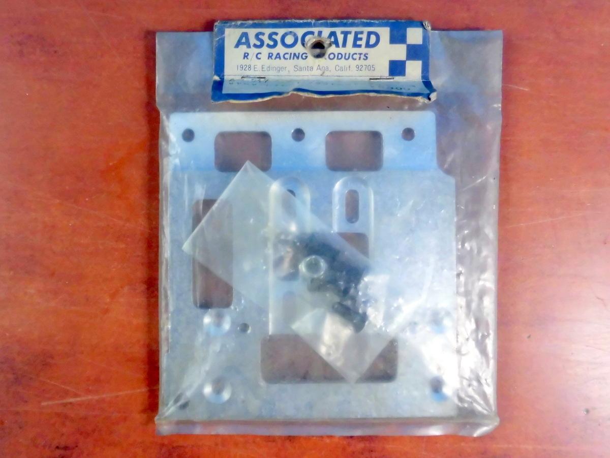 アソシ Associated RC200 純正シャーシ 2点 パーツ 新品 未使用 デッドストック 当時物 アソシエイテッド