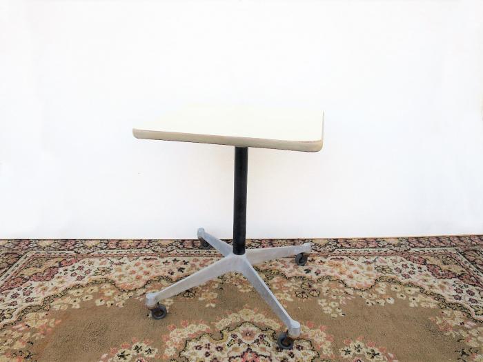 ビンテージ herman miller社製 スクエアサイドテーブル 白 US ヴィンテージ キャスター 正方形 イームズ ハーマンミラー ミニテーブル_画像1