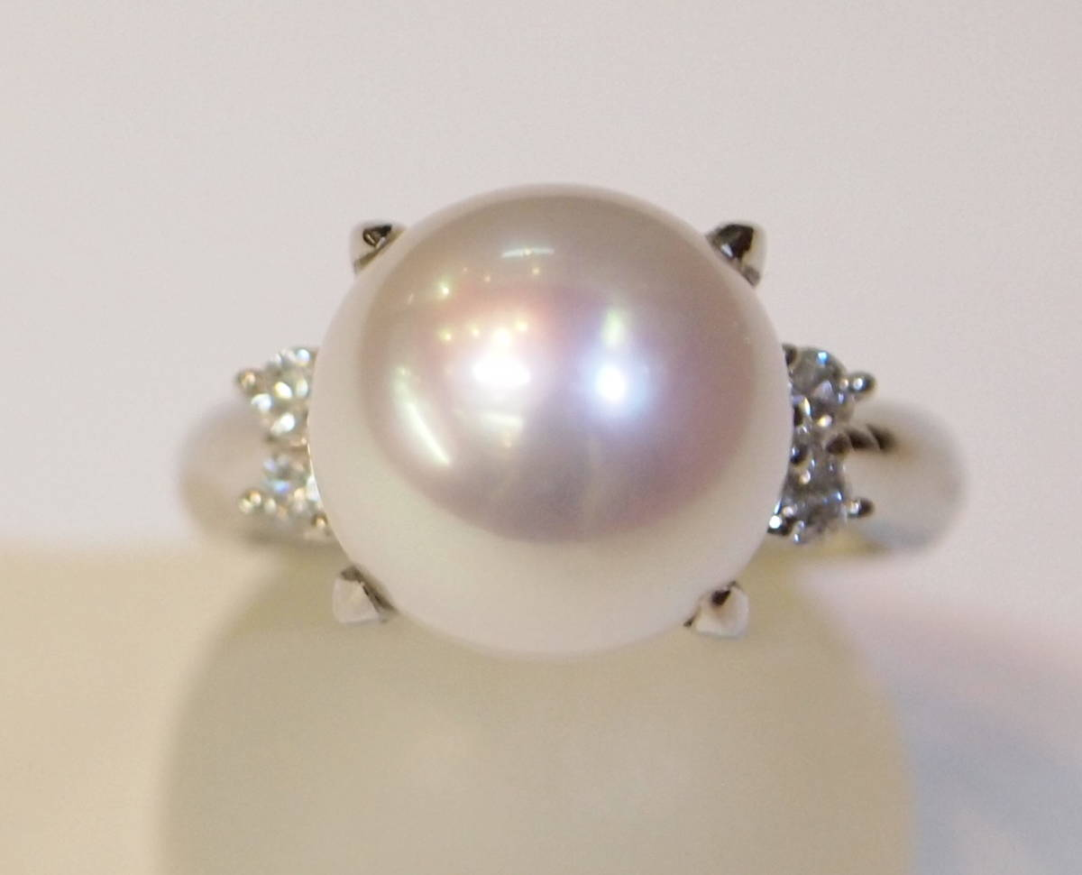 新品 送料無料 プラチナ900製 11.3ミリ 南洋 白蝶真珠 ダイヤ入り シンプル リング/Pt/パール 指輪/在庫処分/定番 フォーマル 冠婚葬祭_テリ、巻とも良好な南洋真珠です。