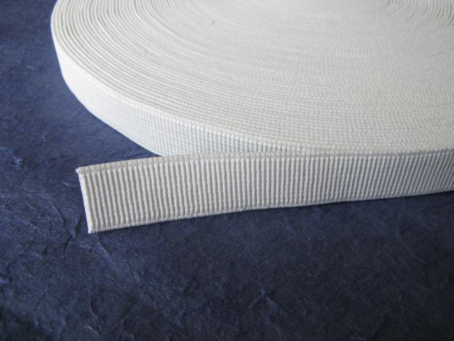 【新品】手芸/ネジレに強い平ゴム/プロ仕様/白/20mm×15m_たくさんの柱が特徴です