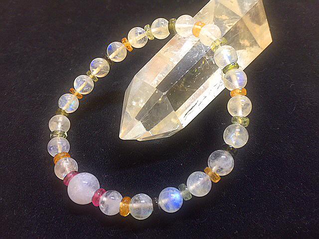 宝石質最高級 レインボームーンストーン&トルマリンボタンのブレスレッド デザインブレスレット 天然石 パワーストーン 女性のお守り_レインボームーンストーンと