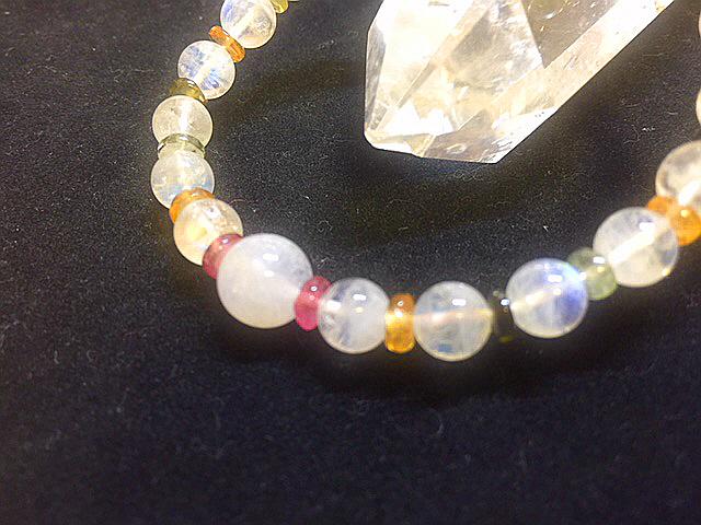 宝石質最高級 レインボームーンストーン&トルマリンボタンのブレスレッド デザインブレスレット 天然石 パワーストーン 女性のお守り_女性らしいカラフルで可愛いブレスを