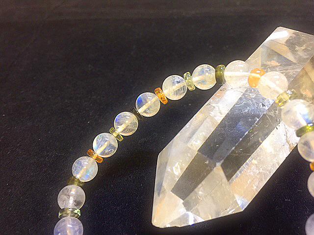 宝石質最高級 レインボームーンストーン&トルマリンボタンのブレスレッド デザインブレスレット 天然石 パワーストーン 女性のお守り_作ってみました(*´▽`*)