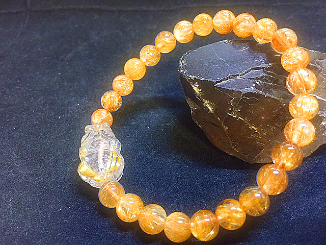 天然石最高級品質【黄金タイチンルチルクォーツ】ブレスレット 金針入り貔貅のお守つき 7㎜ パワーストーン 一点もの入手困難_女性用に作成しました。
