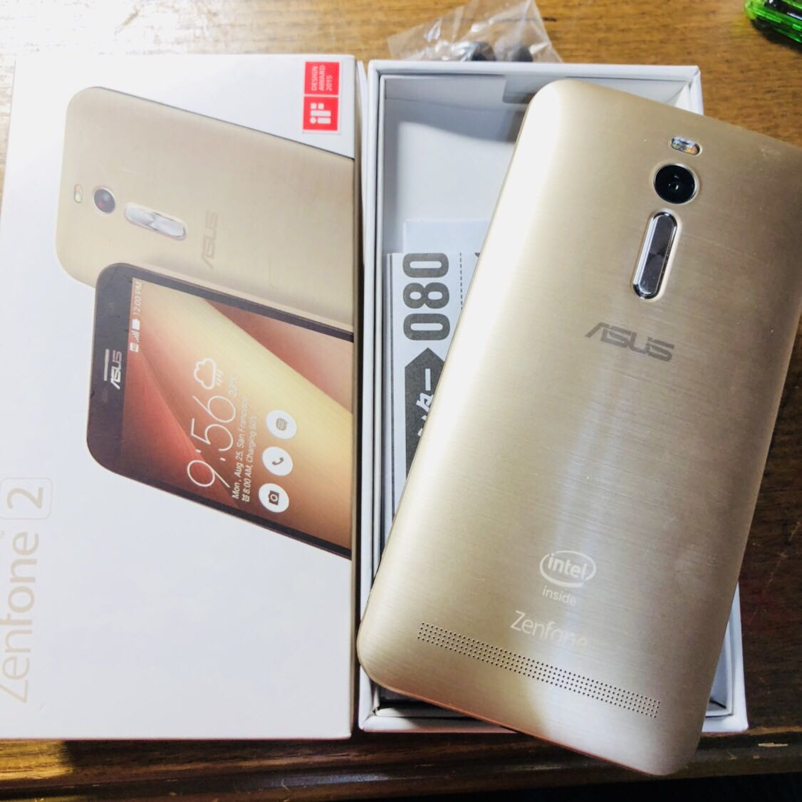 (美品)国内版 SIMフリーASUS Zenfone2 5.5インチ ( ZE551ML) 32GB LTE ブラック Dual SIM 反応 ゴールド