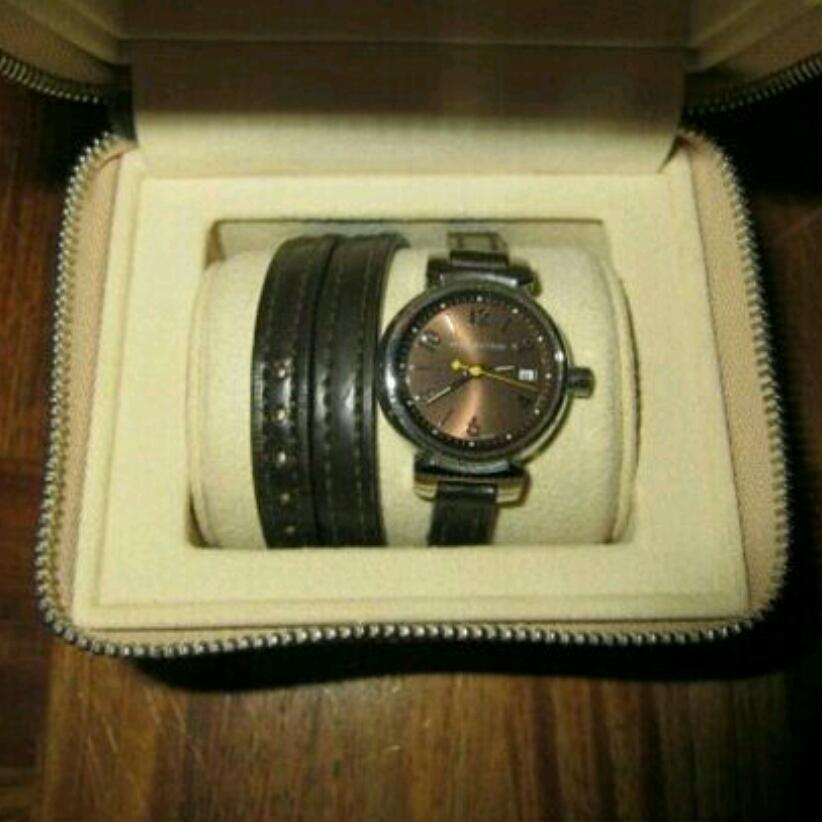 本物 美品 ルイヴィトン タンブール レディース 腕時計 ブラウン 正規品 高級 ブランド 時計 ロング 細 ベルト 革 レザー 本革 こげ茶 茶色_画像2