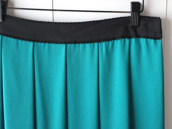 新品 ドレステリア DRESSTERIOR サテン プリーツスカート 38 グリーン_画像3