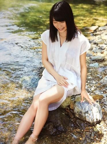 横山由依 ファースト写真集 『ゆいはん』 ポスター付 AKB48