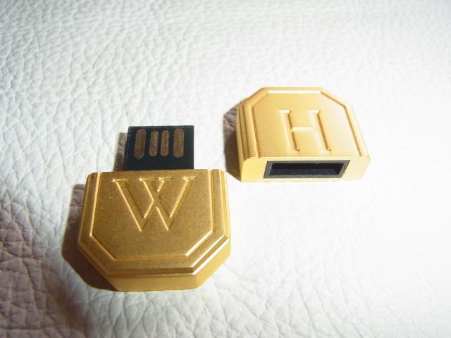 ■未使用 非売品 ノベルティ VIP顧客に配布 箱・取説付!ハリー・ウィンストン(HARRY WINSTON) USBメモリ ゴールド_画像3
