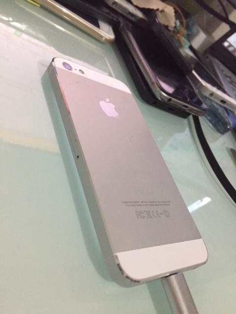 iPhone5 64GB シルバー 美品 利用制限〇 箱 バッテリー良好 ソフトバンク 工具付 5_画像3