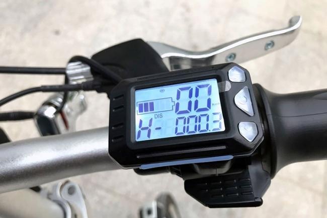 「スマホ充電可能 ボタン1つで自動伸縮 パナソニック製バッテリー Airwheel R6 スマートイーバイク」の画像2