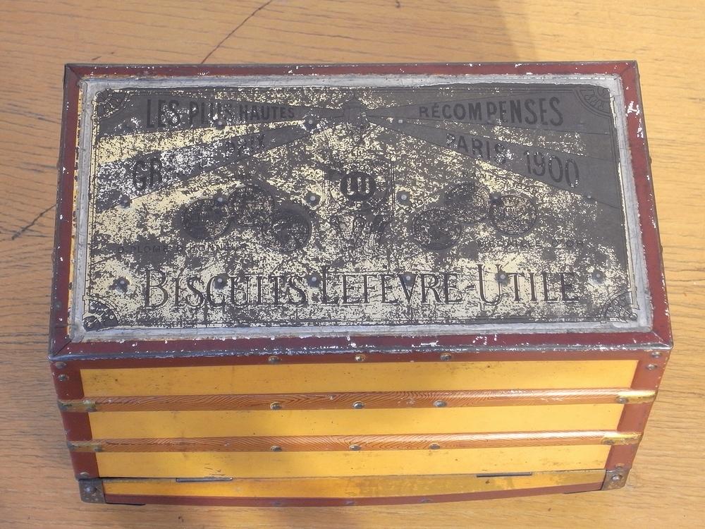 フランス アンティーク LU ブリキのビスケット用トランク型容器 ルイヴィトン風 仏 ブロカント シャビー キッチン雑貨 缶 小物入れ_画像9
