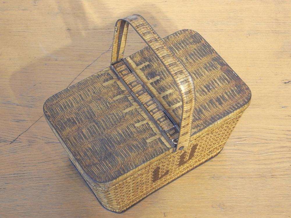 フランス アンティーク LU ブリキのビスケット用バスケット型容器 1900年代初期 仏 ブロカント シャビー キッチン雑貨 缶 小物入れ_画像6
