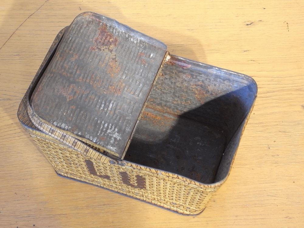 フランス アンティーク LU ブリキのビスケット用バスケット型容器 1900年代初期 仏 ブロカント シャビー キッチン雑貨 缶 小物入れ_画像8