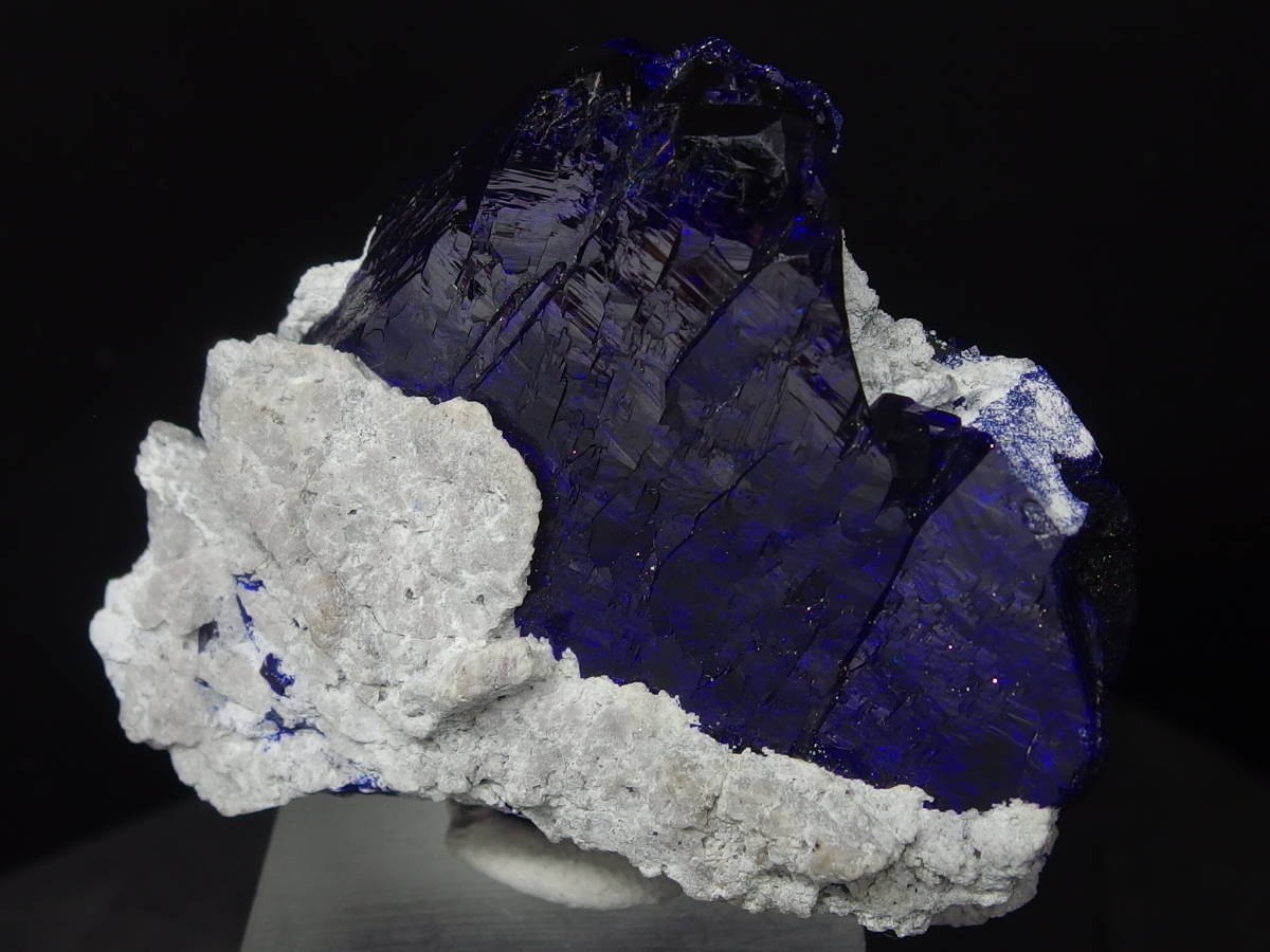 アズライト(藍銅鉱)結晶原石  迫力満点の美しさ メキシコ Milpillas Mine産 67×56×34mm 124g