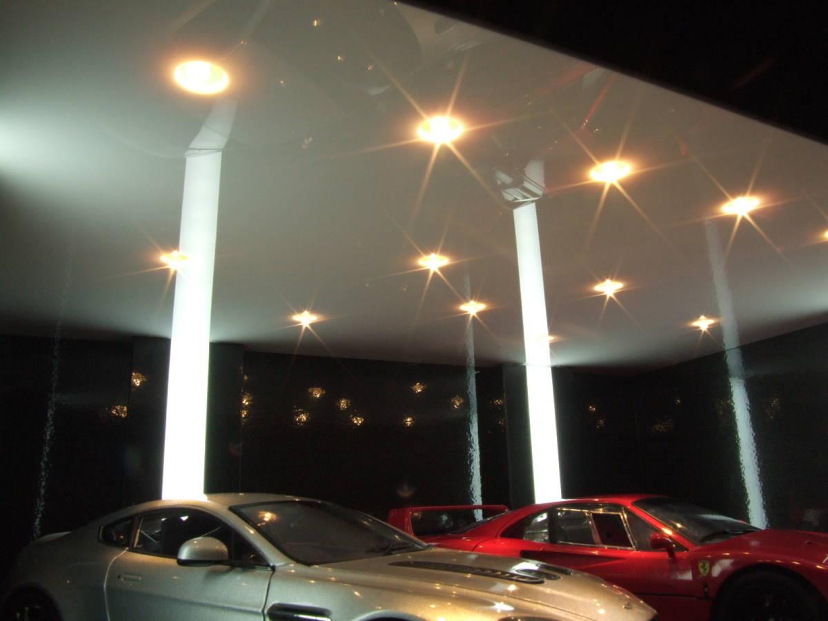 天井は光沢ホワイトです。