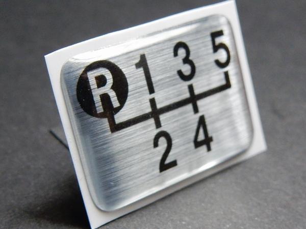 Tuningfan シフトパターン エンブレム 左上R 5速MT車用 2 5MT デミオDJ3FS BMW Z3 E36 トゥインゴ カングー1 スーパーセブン GOLFゴルフGTI_画像1
