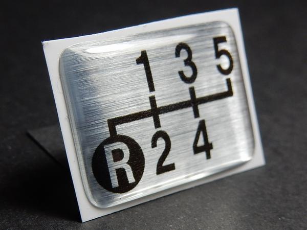 Tuningfan シフトパターン エンブレム 左下R 5速MT車用 5MT ブルーテック キャンター 三菱ふそう ステッカー プレート バッジ 日本製_画像1