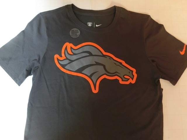 USA購入 ナイキ【Nike】機能素材【DRI FIT】NFL デンバー ブロンコス【Denver Broncos】ロゴプリントTシャツ US Sサイズ 濃灰