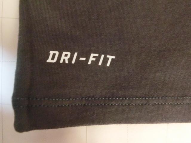 USA購入 ナイキ【Nike】機能素材【DRI FIT】NFL デンバー ブロンコス【Denver Broncos】ロゴプリントTシャツ US Sサイズ 濃灰_画像5