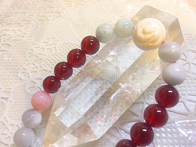 天然石ドミニカ共和国産『ラリマータツノオトシゴデザインブレスレット』2本セットお得価格ペアーリングの変わりにカップルブレスギフトに_入っています。情熱のガーネットも綺麗です