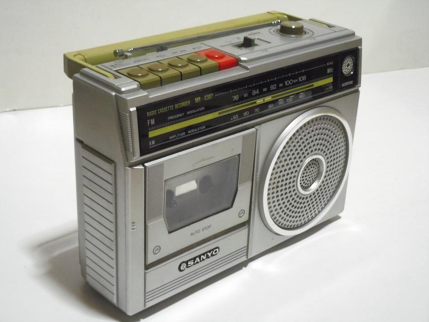 ■SANYO サンヨー カセットレコーダー MR-G307 ラジカセ FM AM ラジオ 箱付き 昭和レトロ ジャンク_画像2