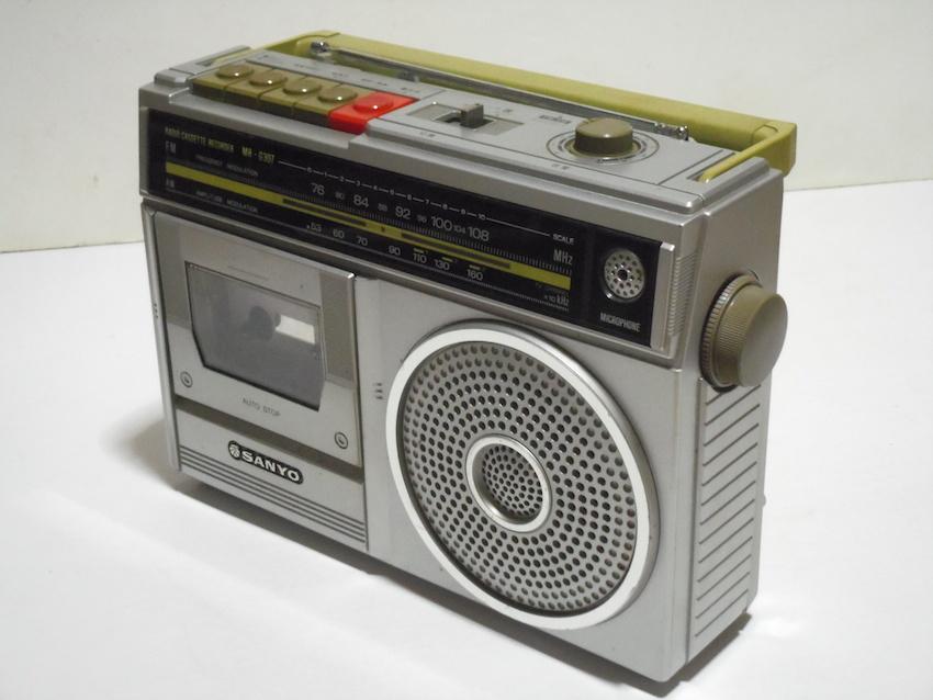■SANYO サンヨー カセットレコーダー MR-G307 ラジカセ FM AM ラジオ 箱付き 昭和レトロ ジャンク_画像3